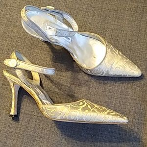 MANOLA BLAHNIK SILVER heel